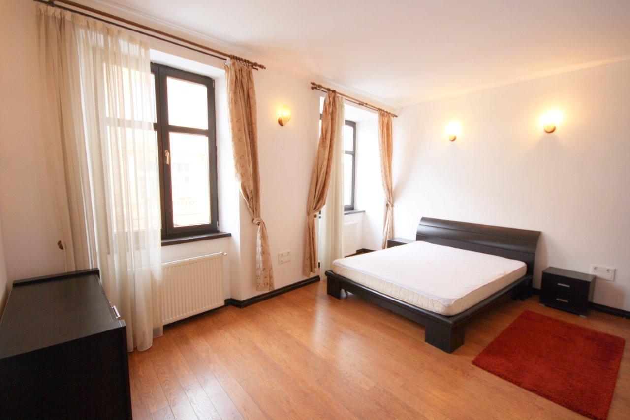 Apartament spatios cu 3 camere de inchiriat in Centrul Istoric al Brasovului