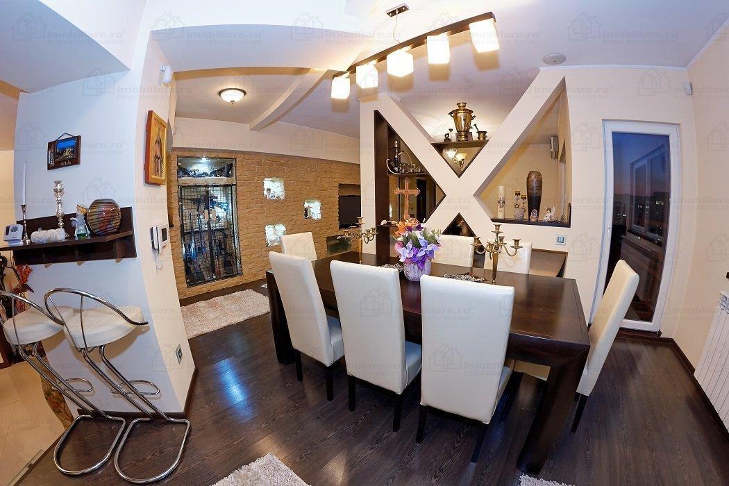 4 Rooms Penthouse for sale in Decebal Boulevard