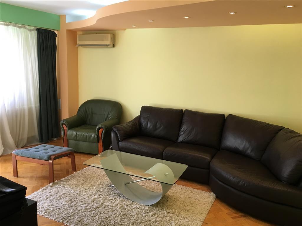 Apartament 3 camere in Calea Victoriei