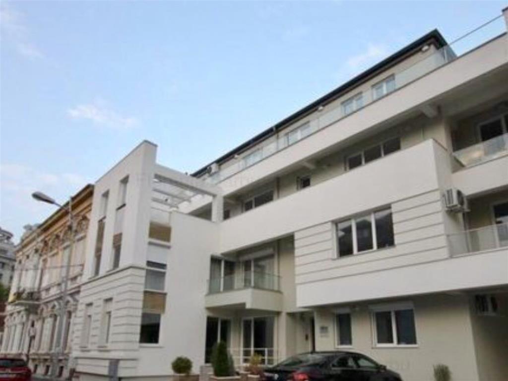 Apartament cu 4 camere + terasa de inchiriat  in Zona Unirii - Libertatii