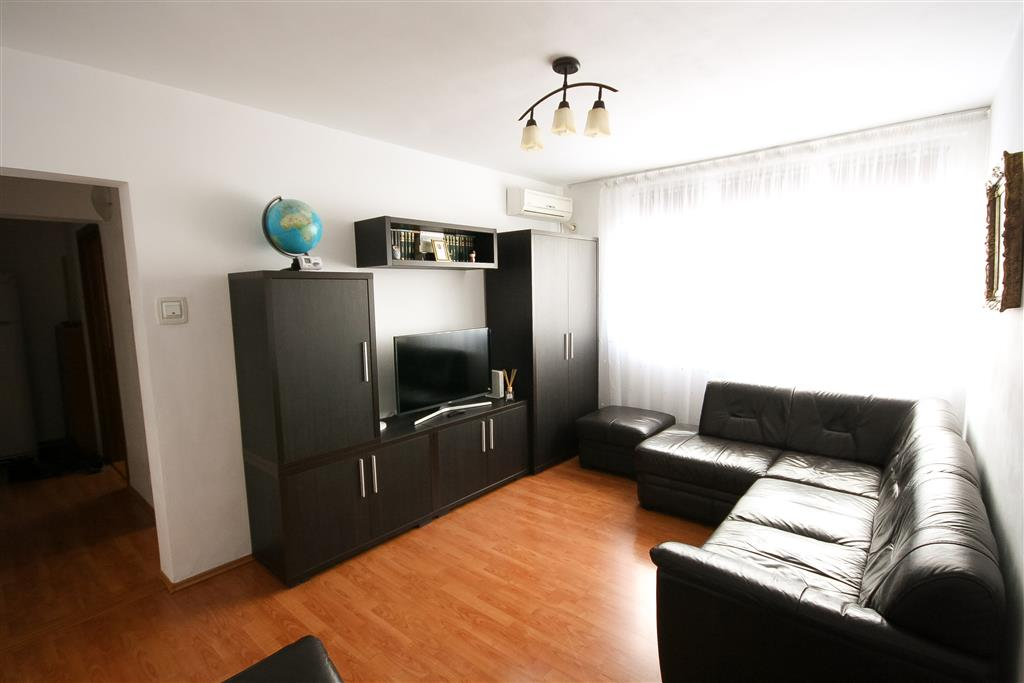 Two bedroom apartment for sale in Drumul Taberei