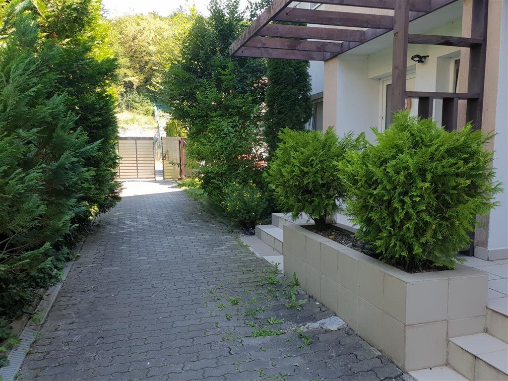 Casa cu 4 camere de inchiriat in Green Valley