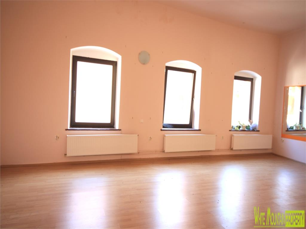 Versatile and bright space for rent in Piata Sfatului - Centrul Istoric