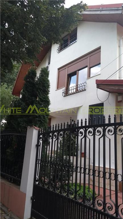 Elegant Villa with Beautiful Garden Herastrau Area