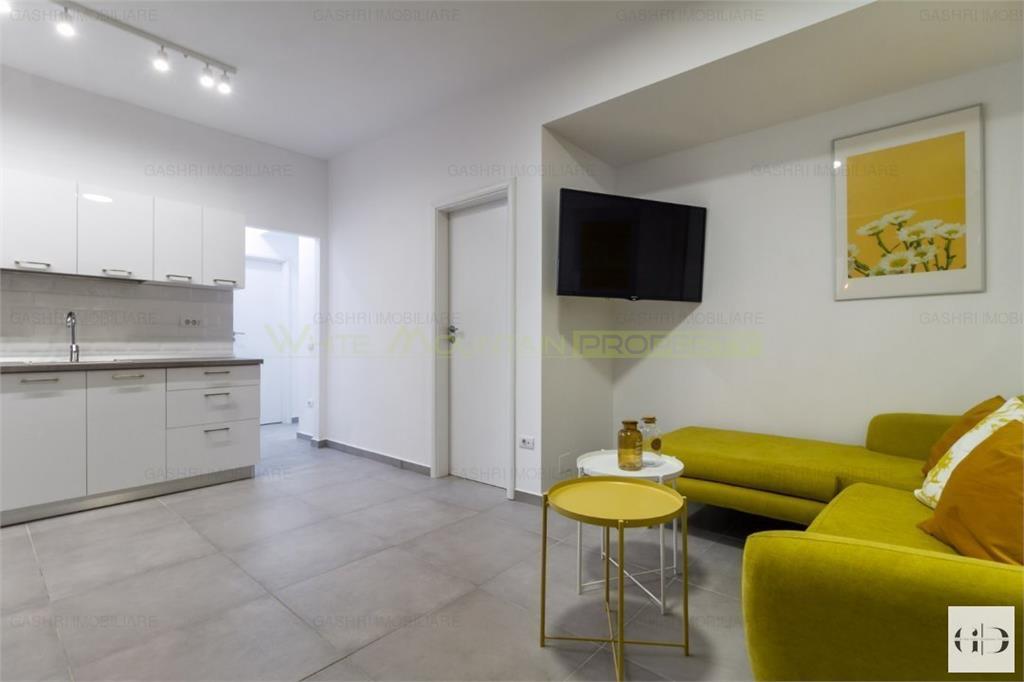 Apartament superb cu trei camere - zona Centrala Cismigiu de inchiriat