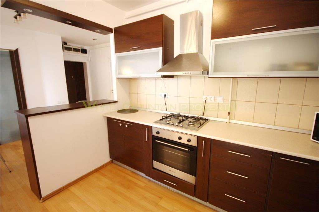 Apartament spatios cu 3 camere de inchiriat in Brasovul Vechi cu parcare subterana
