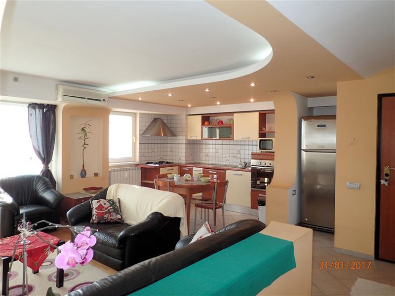 Apartament cu 3 camere de vanzare in Piata Victoriei