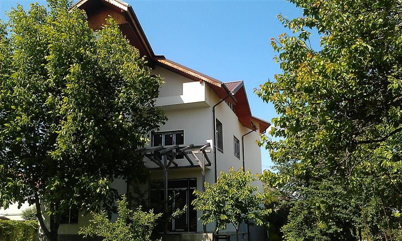 Villa with Garden for Sale in Pipera Voluntari