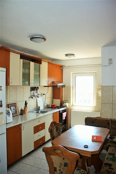 Two bedroom apartment for sale in Tractorul