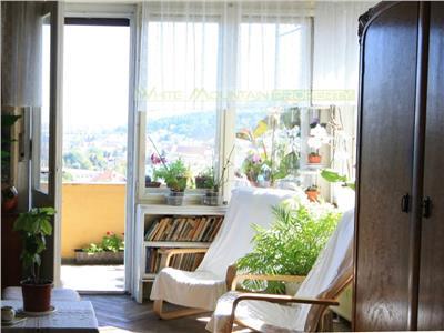 Apartament generos cu priveliste fermecatoare pe Dealul Cetatii