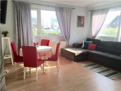 Apartament cu 3 camere de inchiriat in bloc tip vila