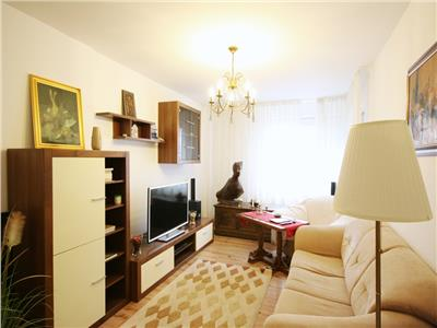 Bright 3 bedroom apartment great location