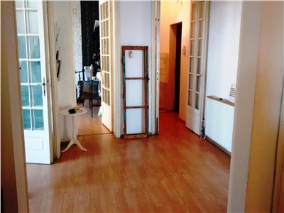 Apartament cu trei camere de vanzare Universitate