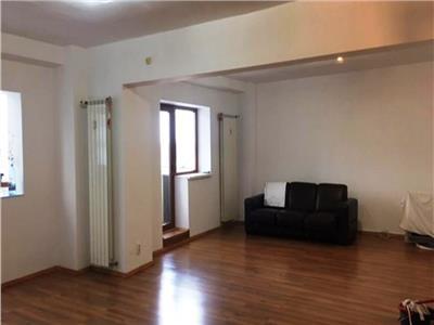 Apartament 3 camere de vanzare in Bd. Decebal