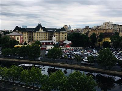 Apartament 2 camere cu vedere superba asupra Raului Dambovita si Primaria Capitalei