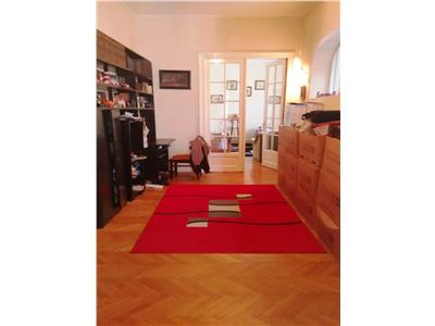 5 Rooms Apartment for sale in Victoriei