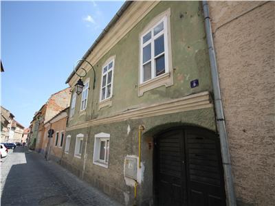 Casa de v�nzare Centru Istoric singur in curte pretabil business