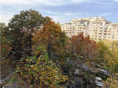 Apartament 5 camere de vanzare in Piata Alba Iulia
