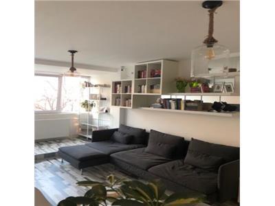 Apartament renovat cu 4 camere zona Universitate