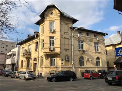 Apartament in vila cu 4 camere pretabil Birou