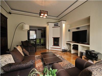 Spacious apartment for rent 2 bedroom in Historical Center - has parking place.