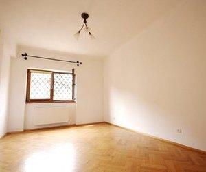Apartament spatios cu 3 camere de inchiriat - pretabil locuinta / birouri