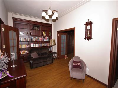 Apartament cu 3 camere de inchiriat pe Calea Victoriei