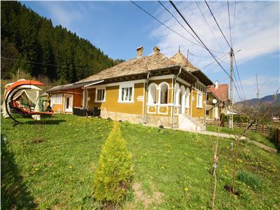 Casa de vanzare in Tarcau, Neamt cu vedere la Rau si Padure