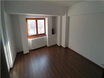 Inchiriere apartament 4 camere pretabil pentru Spatiu de Birouri
