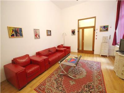 Luxury 3 rooms apartment with courtyard in the Historic Centre