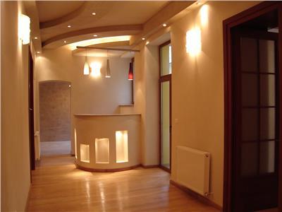Apartament premium 3 camere Centrul Istoric - pretabil birou/cabinet