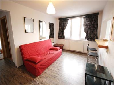 Apartament renovat cu doua camere de vanzare Victoriei