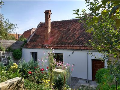 House section with private garden and attic for sale in the Historic Centre