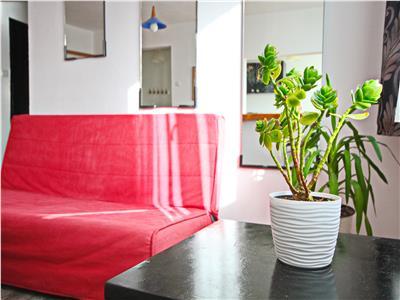 De Vanzare: Apartament renovat si luminos cu doua camere Victoriei